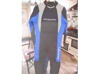 Scubapro professional diving equipment Size Large.