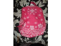 PINK AND WHITE ZIP UP PUMP TYPE BAG BRAND NEW FROM CLAIRES measures 9 x 5 inch