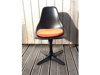 3 vintage 1960s original fiberglass tulip chairs. price £60 each