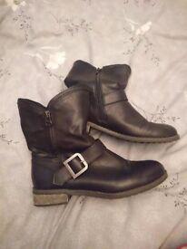Black size 6 firetrap boots