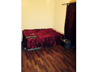LARGE DOUBLE ROOM & LARGE SINGLE ROOM TO RENT. ALL BILLS INC. 1 MIN WALK TO CHADWELL HEATH STATION.