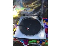Aiwa Stand alone record player with phono cables