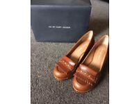 Ladies tan leather shoes - Kurt Geiger. Size 38.