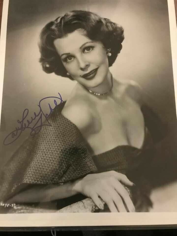 ACTRESS ARLENE DAHL AUTOGRAPHED 8X10 PIC WITH NO RESERVE  - $5.00