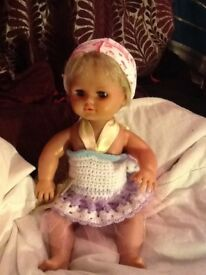 Small dolls/figures