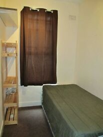 Nice Single Room in Lewisham close to DLR . It Sell Fast !
