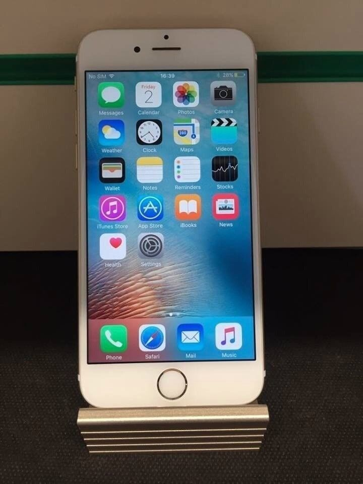 Like New Apple iPhone 6 16gb Unlocked Receipt Provided - Silver