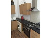 1 double room available in 3 bedroom flat