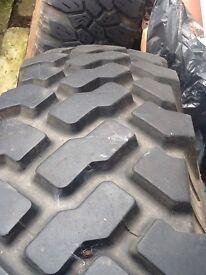 4 x 4 tyres