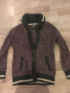 Girls size 10 roots sweater