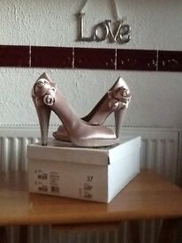 Size 4 Kurt Geiger champagne evening shoes with roses