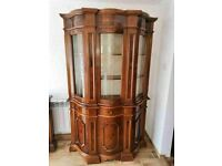 CAN DELIVER - HIGHLY POLISHED ITALIAN DISPLAY CABINET IN VERY GOOD CONDITION
