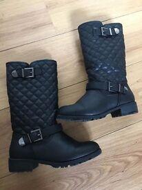 NEW, unworn Stradivarius autumn/winter boots