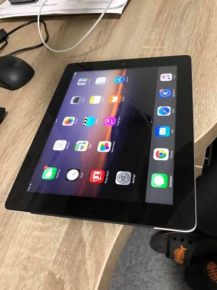 iPad 4 32gb cellular with wifi. Black mint condition. Not iPad airin Birmingham, West MidlandsGumtree - iPad 4 32gb cellular with wifi. Black in super good condition. Almost mint condition, Fully functional with no problems at all . iOS 9.3 system. No silly offers as I wont reply thanks
