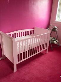 Bonito bebe pink cot bed