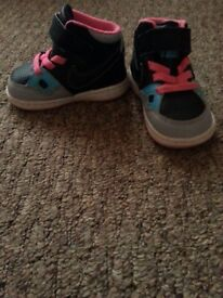 Nike trainers for a little girl, size 3.5, worn few times