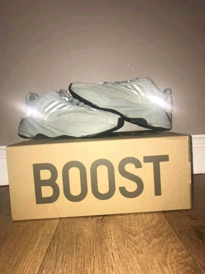 buy online 1d278 6f0f5 Adidas Yeezy Boost 700