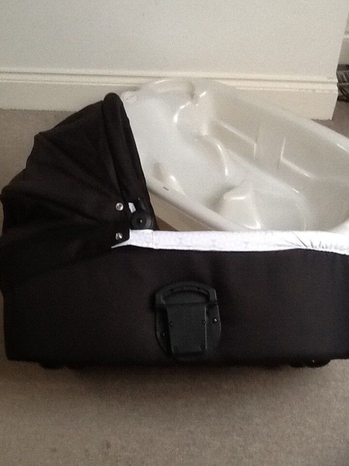 Black carry cot in really good clean condition inc mattress