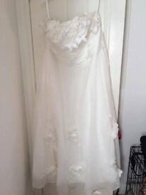 Ivory Chiffon Strapless Flower wedding dress £120ono