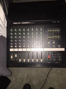 Yamaha EM2820 Powered Mixer 8 Tracks with cabs