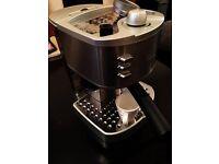 ** LIKE NEW** Delonghi Espresso Machine INCLUDES 2 Espresso cups **