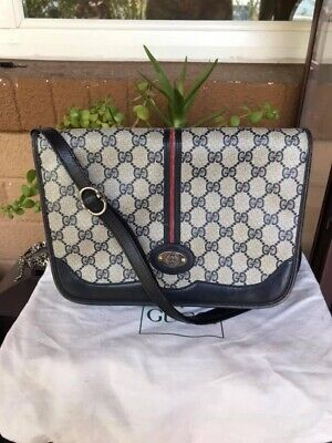 Gorgeous AUTHENTIC GUCCI Vintage GG Supreme messenger bag