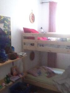 ROOM FOR RENT - DUNDAS WEST OSSINGTON