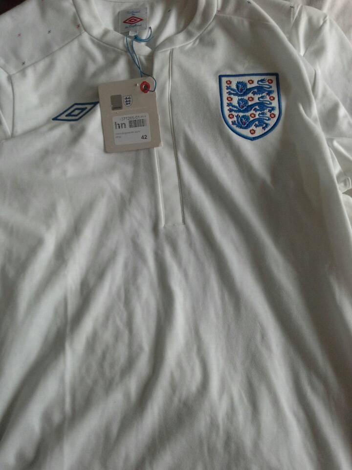 England x large brand new England umbro football shirt,with tags.