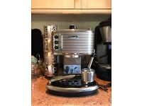 De'Longhi Scultura ECZ351BG Traditional Pump Espresso Machine.