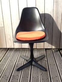 3 vintage 1960s original fiberglass tulip chairs.