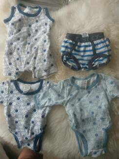 Size 0000 bonds 3x onesies and 1x nappy cover