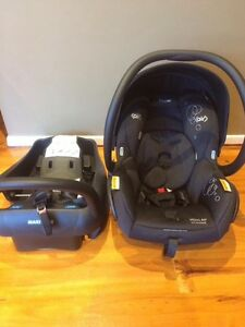 Maxi Cosi Mico Ap capsule with isofix Highton Geelong City Preview