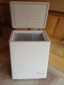 CHEST FREEZER MID SIZE IN EXCELLENT CONDITION
