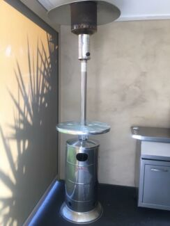 Outdoor heater with glass top bar