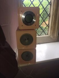 Pink Cd player with two speakers