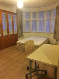 Double room available in a 5 bedroom house in Harrow HA3 0AA only £150 per week