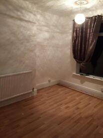 Mansfield large unfurnished room in shared house, suit working person over 21, quiet house