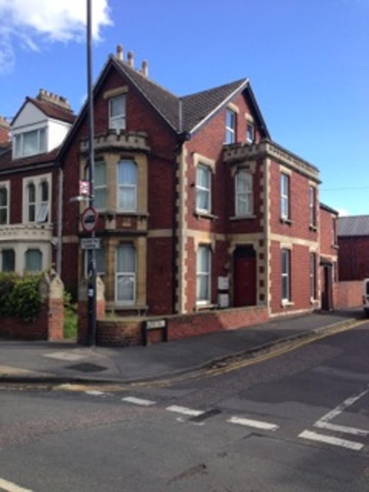 1 Large Double Room For Rent In Very Large Victorian