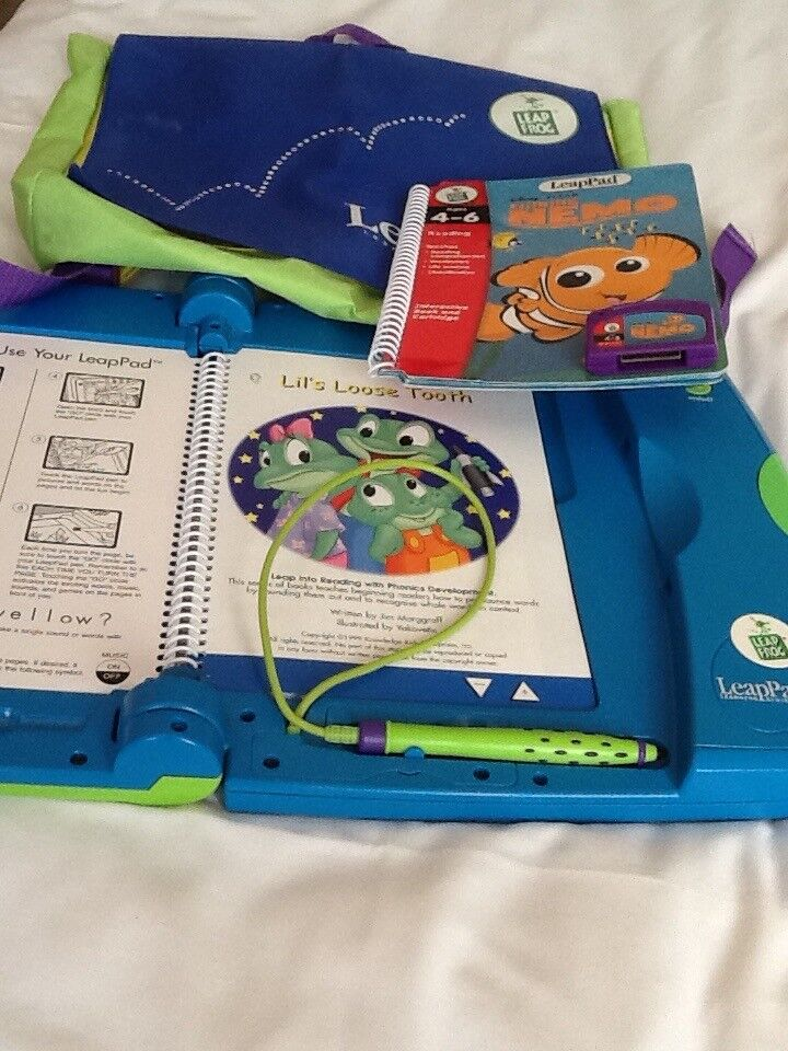 Leap Pad Learning System (Leap Frog) & Bag, 2 books and cartridge