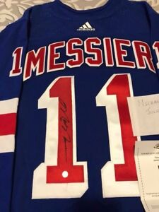 Mark Messier Signed Jersey