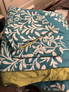 Teal and green comforter with 2 pillow cases with white floral