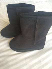 New girls winter boots, size 6