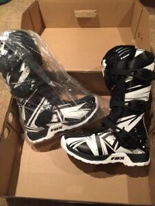 FOX Racing youth Comp5 boots - size 4 New in box