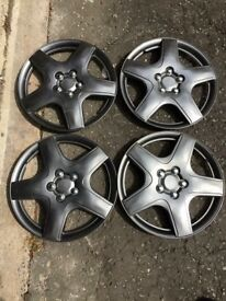 Set of 4 hubcaps R15