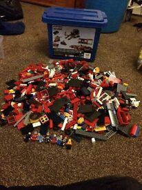 Massive bundle of lego hundreds of pieces