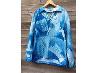 Wearabie Art a man shirt with scotish landmarkes printed in blue print size large