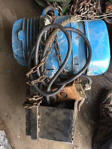 Treuil DEMAG 1/2 tonne 575 volt 15 pieds chaines