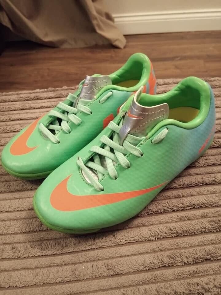 1283278308 nike trainers childrens size 10,5 | in Seaham, County Durham | Gumtree