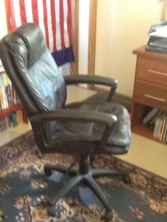 High back office chair swivel gas lift tilt East Kurrajong Hawkesbury Area Preview
