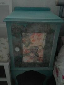 Very pretty shabby chic bedsidecabinet/small unit